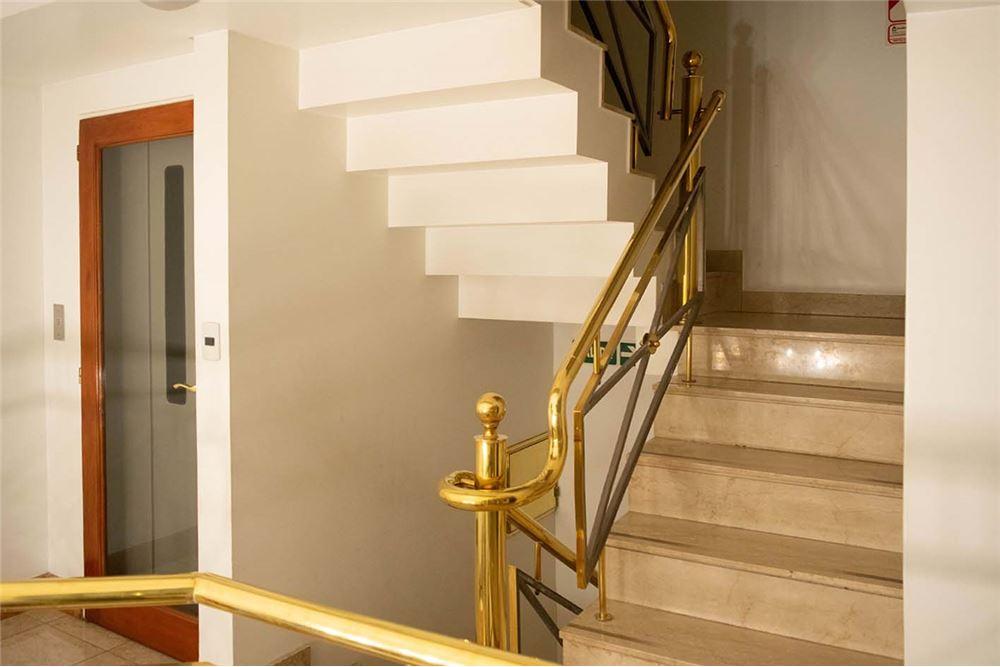 Escaleras de marmol y bronce